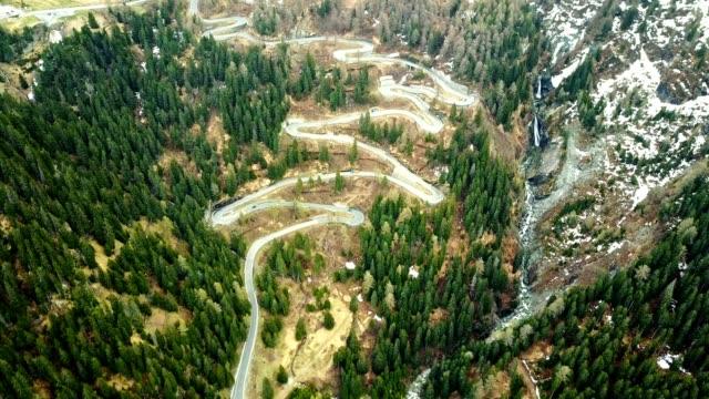 driving over the maloja pass - passo montano video stock e b–roll