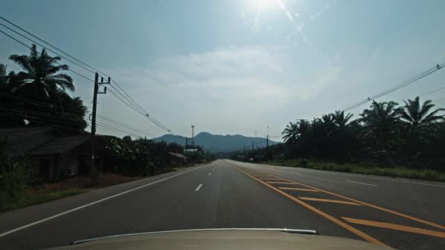 運転プロセスプレートフロントビューハイウェイ4206、クラビ、タイ - 叙情的な内容点の映像素材/bロール