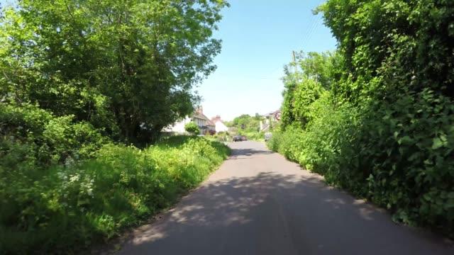 エクスムーア国立公園イングランドのポロック通りを運転するpov - 叙情的な内容点の映像素材/bロール