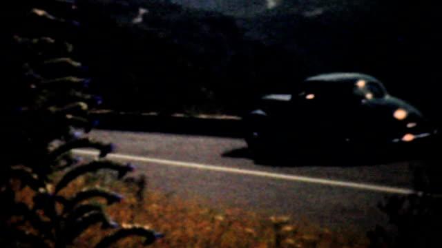 guida attraverso le montagne del blue ridge - 1940 vintage 8 mm pellicola - monti appalachi video stock e b–roll