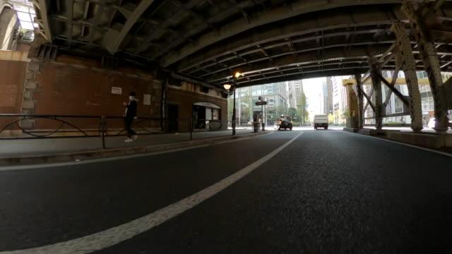 vídeos de stock, filmes e b-roll de dirigindo pela cidade /tóquio - veículo terrestre