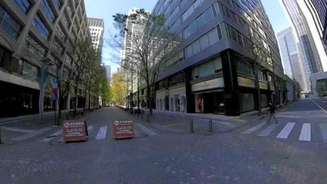 vídeos de stock e filmes b-roll de driving through the city - coroa