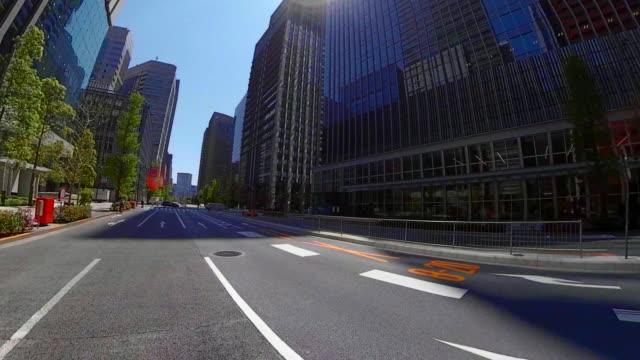 vídeos de stock e filmes b-roll de driving through the tokyo - coroa