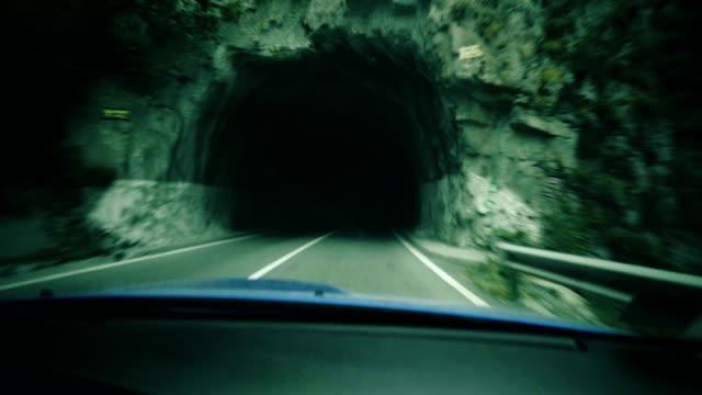 stockvideo's en b-roll-footage met door de tunnel rijden - er even tussenuit