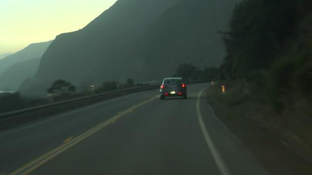 mit dem auto: der dämmerung - vorbeigehen stock-videos und b-roll-filmmaterial