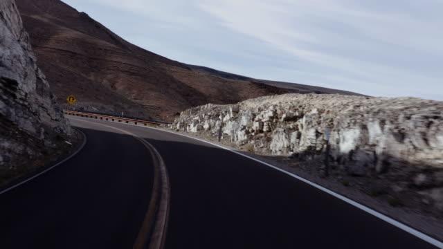 stockvideo's en b-roll-footage met usa rijden: de weg naar death valley, californië - roadmap