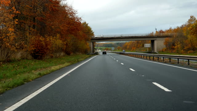 driving welsh road to conwy a55 at j31 in autumn - droga wielopasmowa filmów i materiałów b-roll