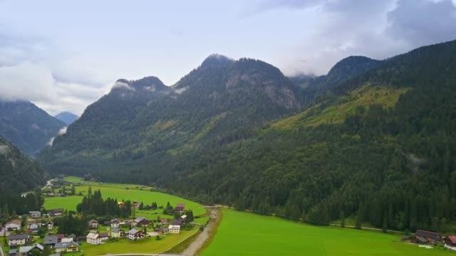drone flygfoto - flyger över alperna, österrike - videor med salzburg bildbanksvideor och videomaterial från bakom kulisserna