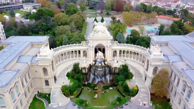 マルセイユ自然史博物館のドローン空中写真 マルセイユ自然史博物館またはマルセイユ自然史博物館は、1819年にジャン=バティスト、マルキス・ド・モングランによって設立されました。 - 記念建造物点の映像素材/bロール