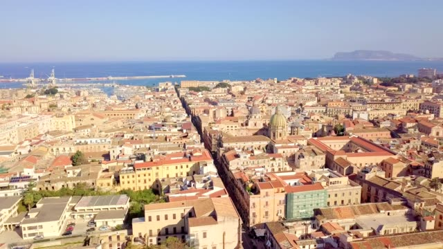 老著名目的地小鎮巴勒莫的無人機鳥瞰圖位於西西里島西北部 - sicily 個影片檔及 b 捲影像