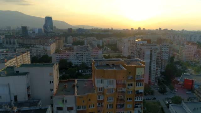 drone ascending revealing sofia city at sunset - bułgaria filmów i materiałów b-roll