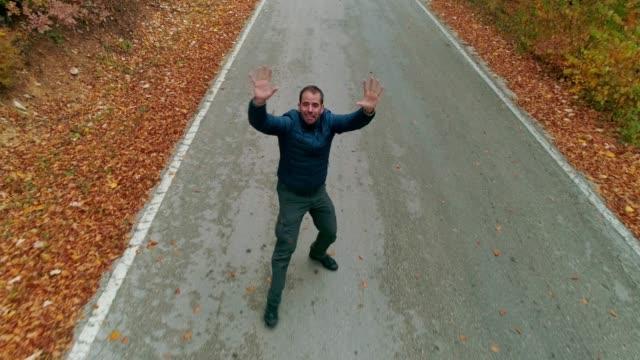 vídeos de stock, filmes e b-roll de ataque do zangão! - sérvia