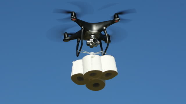 vídeos de stock e filmes b-roll de drone delivering toilet paper - covid flight