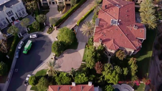 drone flight across wealthy neighborhood - abbondanza video stock e b–roll