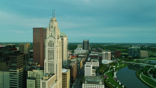 drone flight along marconi blvd in columbus, ohio - columbus day filmów i materiałów b-roll