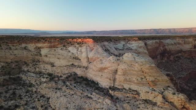 drohnenflug über little grand canyon - grand canyon stock-videos und b-roll-filmmaterial
