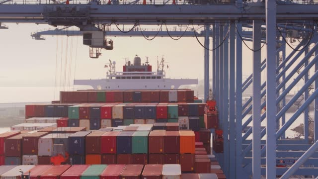Drone Flight Past Moving Container Cranes видео