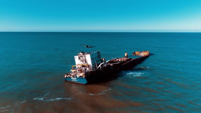 drone flying over oil spilling ship wreck - dji mavic on air - кораблекрушение стоковые видео и кадры b-roll