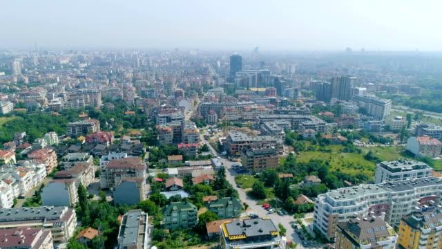 drone flying over polluted city - bułgaria filmów i materiałów b-roll