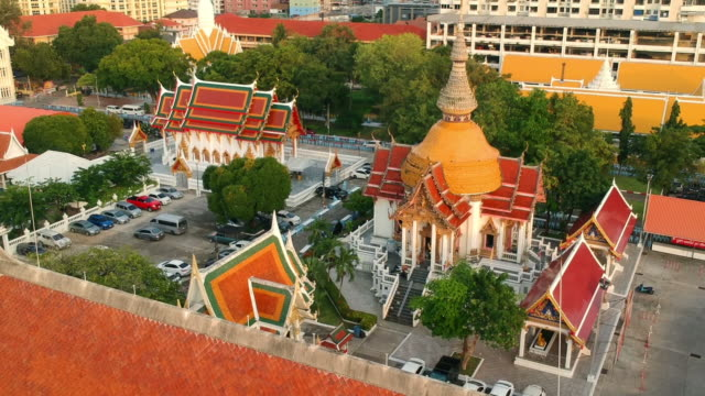 drone flying over south pattaya public beautiful historic temple. where locals go for religious events. - buddha video stock e b–roll