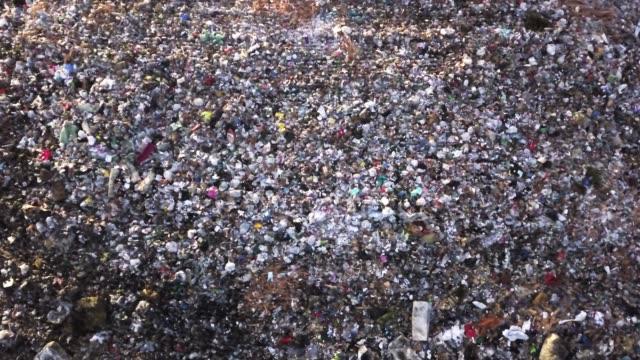 drone bilder av en offentlig deponi eller soptipp - food waste bildbanksvideor och videomaterial från bakom kulisserna
