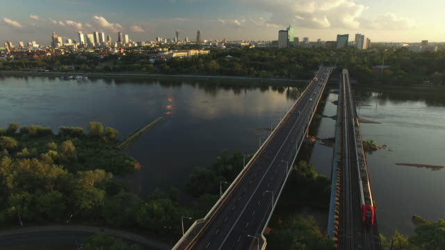 drone footage of gdanski bridge, vistula river and warsaw city center in the background. - polonia video stock e b–roll