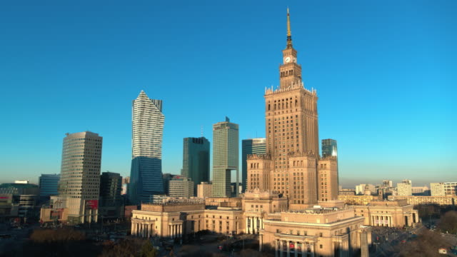 drone footage of skyscrapers in the city centre of warsaw, capital of poland. - polonia video stock e b–roll