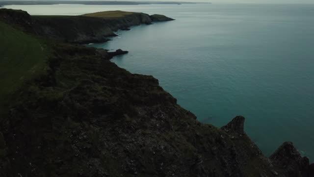 drone footage of the cliff and sea waves. - krajobraz morski filmów i materiałów b-roll