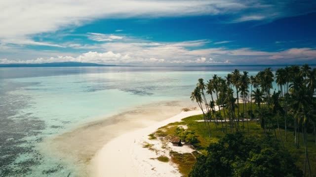 stockvideo's en b-roll-footage met drone beelden van de tropische eilanden rond sabah, borneo, maleisië - maleisië