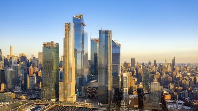 drone hyperlapse footage av new yorks skyline - panorering bildbanksvideor och videomaterial från bakom kulisserna