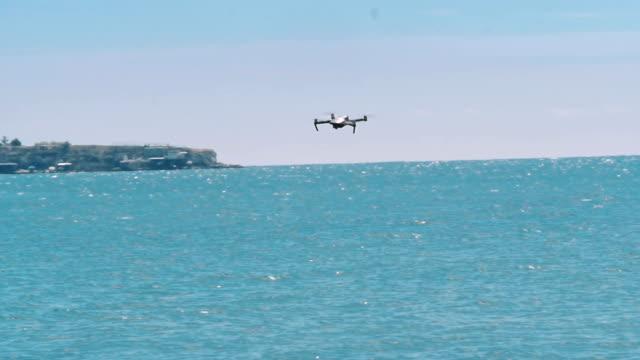 drone quad copter on the sky - telecomando background video stock e b–roll