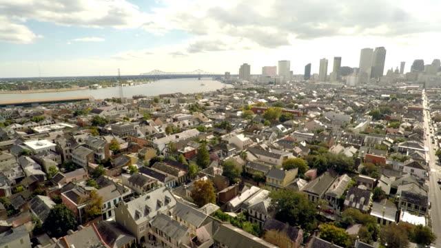 drone shot new orleans french quarter / skyline reveal - 2015 bildbanksvideor och videomaterial från bakom kulisserna