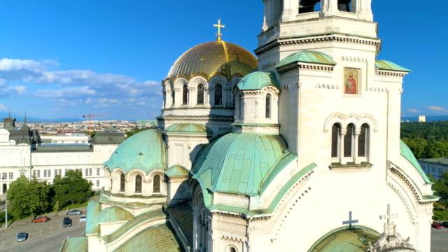 drone shot of a beautiful city cathedral church in sofia, bulgaria - bułgaria filmów i materiałów b-roll