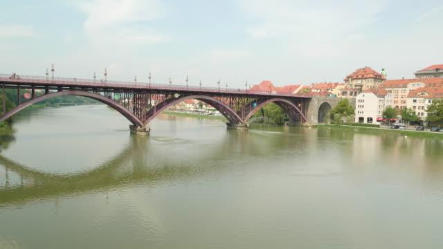 nehri geçilen köprüde drone atışı - styria stok videoları ve detay görüntü çekimi