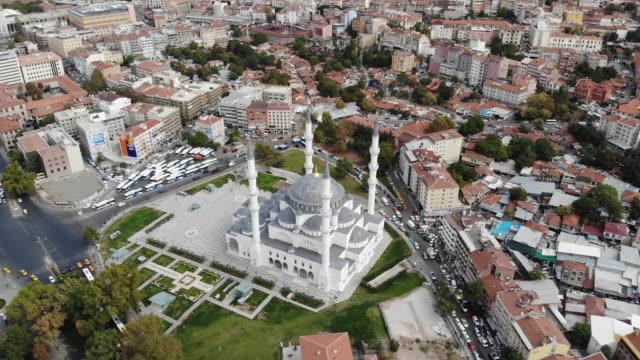 drohnenschuss von kocatepe-moschee in der türkei in ankara. - ankara türkei stock-videos und b-roll-filmmaterial