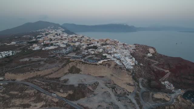 4k drone shot of santorini at dusk - isole egee video stock e b–roll