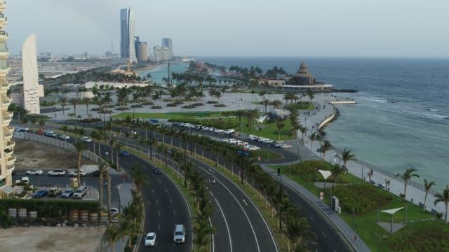 colpo di drone sulla costa di jeddah - arabia saudita video stock e b–roll