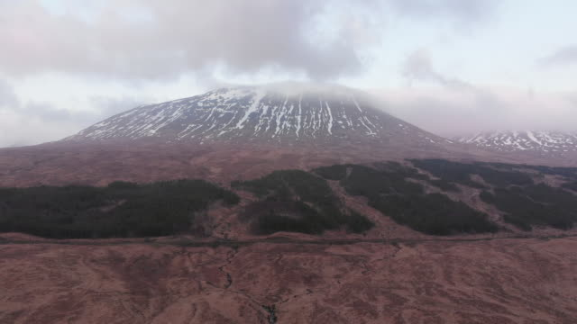drone shot of west highlands of scotland - glencoe lochaber video stock e b–roll