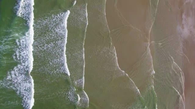 vidéos et rushes de drone tourné sur le rivage en été-ogunquit, maine - littoral