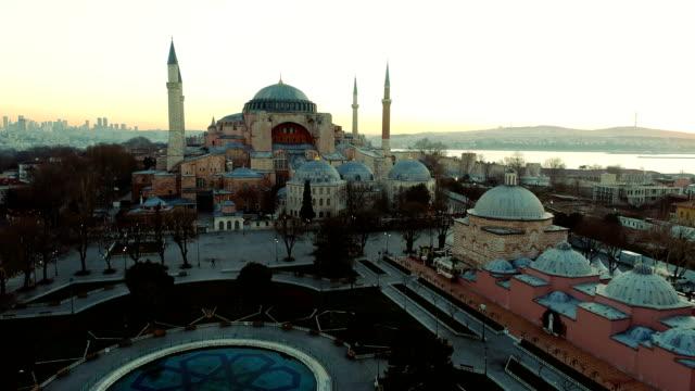 drone shots of hagia sophia in front of bosphorus at sunrise in istanbul - ramadan kareem стоковые видео и кадры b-roll