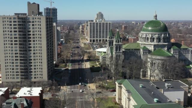 세인트 루이스 미주리 의 무인 항공기 비디오 대성당 성당 - st louis 스톡 비디오 및 b-롤 화면