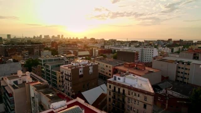 drone video av storstan skyline på soluppgången - spain solar bildbanksvideor och videomaterial från bakom kulisserna