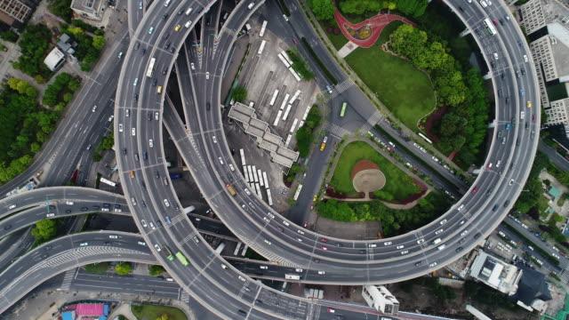 上海の南浦大橋のドローン ビュー - アーバンライフスタイル点の映像素材/bロール