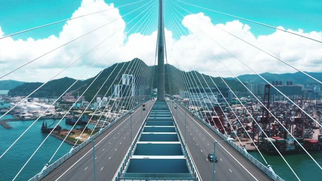 vídeos de stock, filmes e b-roll de vista de drone da ponte stonecutters e da rodovia tsing sha - ponte