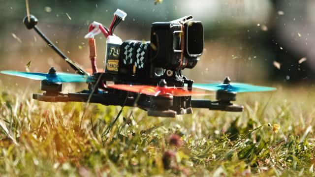 カメラを離陸する取り付け用のスーパースローモーションドローン - コントロール点の映像素材/bロール