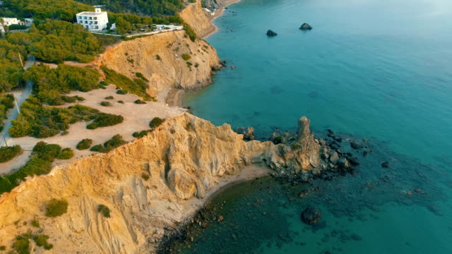 vídeos de stock e filmes b-roll de droneshot ibiza coastline - ibiza