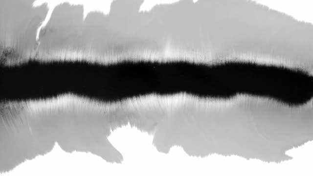 ein tropfen blut verteilt über die weiße oberfläche hd 1920x1080 - digital composite stock-videos und b-roll-filmmaterial