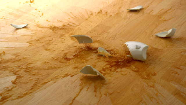 stockvideo's en b-roll-footage met dropping cup of coffee and breaking, slow motion - serviesgoed