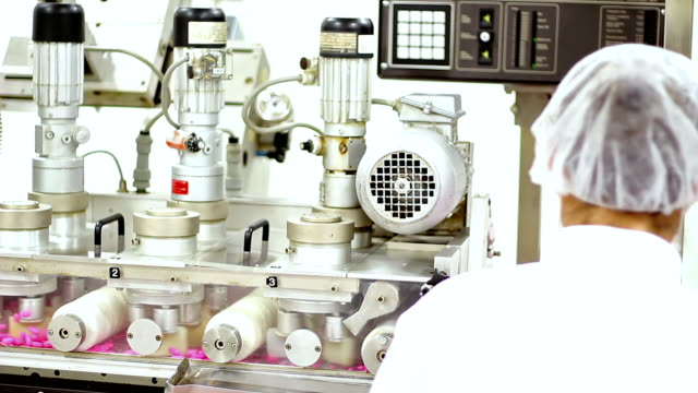 drug manufacturing machine - familienplanung stock-videos und b-roll-filmmaterial