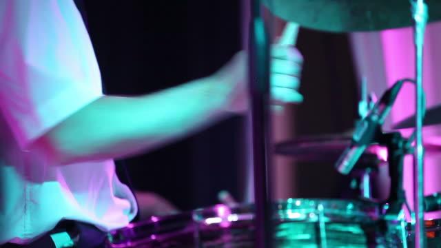 stockvideo's en b-roll-footage met drummer playing drums - minder dan 10 seconden